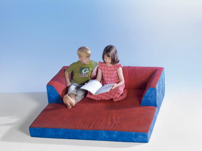 klappcouch mit 2 hockern. Black Bedroom Furniture Sets. Home Design Ideas