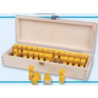 Zahlen-Steckstempel mit Rechenzeichen in der praktischen Sortierbox aus Holz