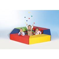 Dieses Sparset besteht aus 6 Trapezelementen in verschiedenen Farben, der Bodenmatte und 2.000 Bällen aus robustem Kunststoff.