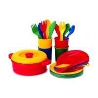 buntes Speiseservice aus Kunststoff