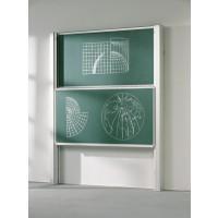 Die Abbildung zeigt eine Pylonentafel mit zwei Flächen. Beide Tafelflächen sind ganz sichtbar und verdecken die Projektionswand.