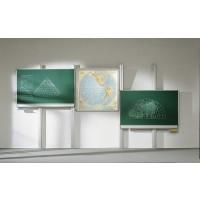 Die Abbildung zeigt eine Pylonendoppelanlage (Tafelflächen je 200 x 100 cm) mit neigbarer Projektionswand 150 x 150 cm.
