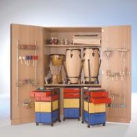 Zweitüriger Musikschrank mit flachen & hohen Schüben sowie Halterungen an den Türinnenseiten. Lieferung ohne Instrumente