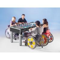 Kickertisch - bis zu vier Rollstuhlfahrer können gleichzeitig spielen.