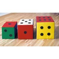 Würfel mit Punkten, von rechts: 40 x 40 cm, 35 x 35 cm, 30 x 30 cm