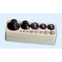 Gewichtssatz 1, Gewichte aus Messing und Guss (Holzblock)