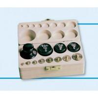 Gewichtssatz 3, Gewichte aus Messing und Guss (Holzkasten mit Deckel)