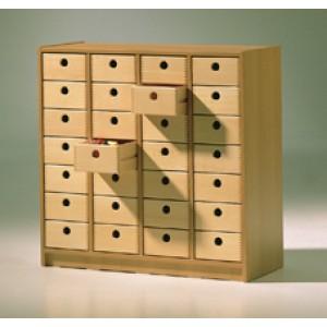 Regal mit 28 Holzkästen